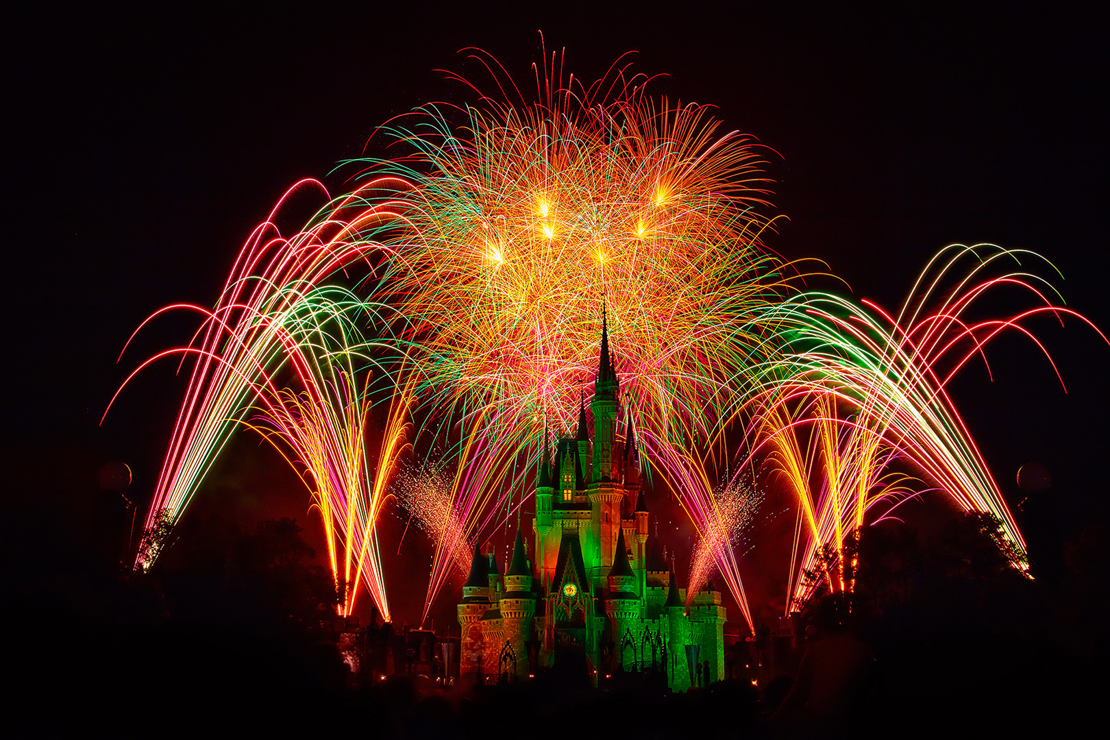 Disney Photography, Disney World Photography, Disneyland Photography, Disney Photos, Disney Pictures, Walt Disney World, The Magic Kingdom, Walt Disney, Mickey Mouse, Orlando, Florida, Theme Park, Cindarella Castle, Fireworks, Hallowishes, Show