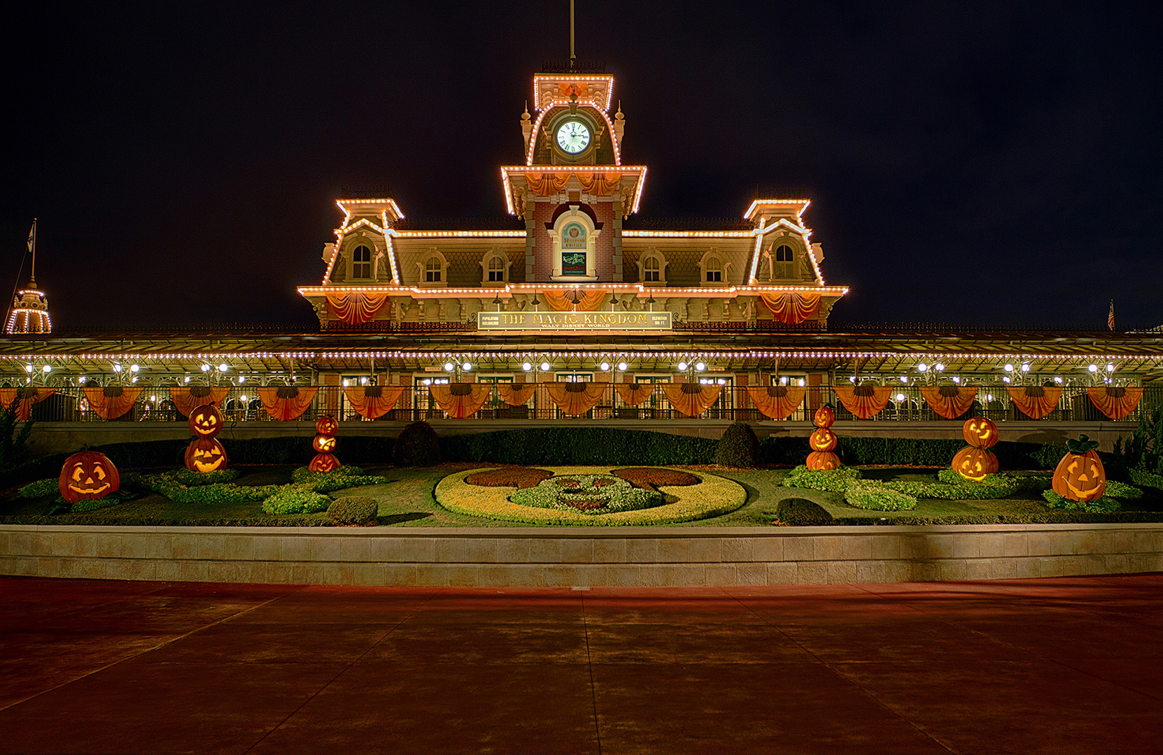 Disney Photography, Disney World Photography, Disneyland Photography, Disney Photos, Disney Pictures, Walt Disney World, The Magic Kingdom, Walt Disney, Mickey Mouse, Orlando, Florida, Theme Park, Main Street Train Station