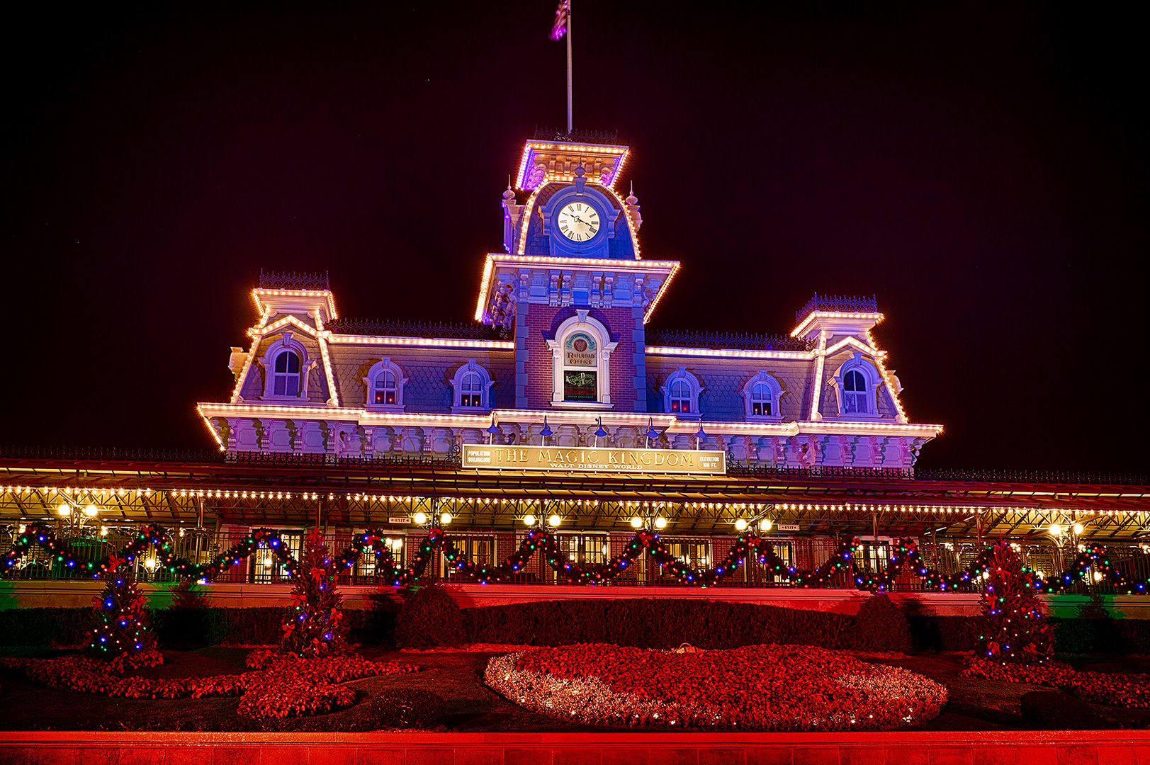 Disney Photography, Disney World Photography, Disneyland Photography, Disney Photos, Disney Pictures, Walt Disney World, The Magic Kingdom, Walt Disney, Mickey Mouse, Orlando, Florida, Theme Park,  Main Street Train Station, Christmas